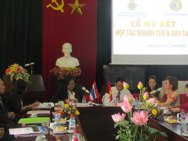 Hợp tác đào tạo và nghiên cứu với đối tác nước ngoài